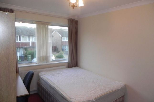 Thumbnail Terraced house to rent in Guildford Park Avenue, Guildford