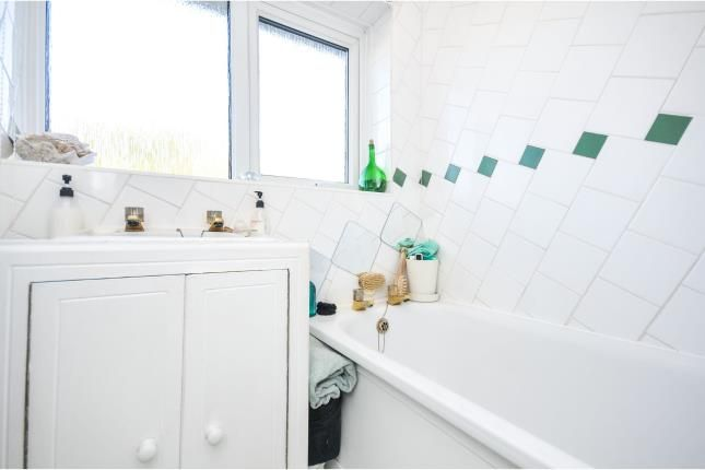 Bathroom of Kingsdown Avenue, South Croydon CR2