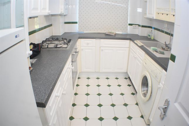 Thumbnail Flat to rent in Harris Close, Enfield