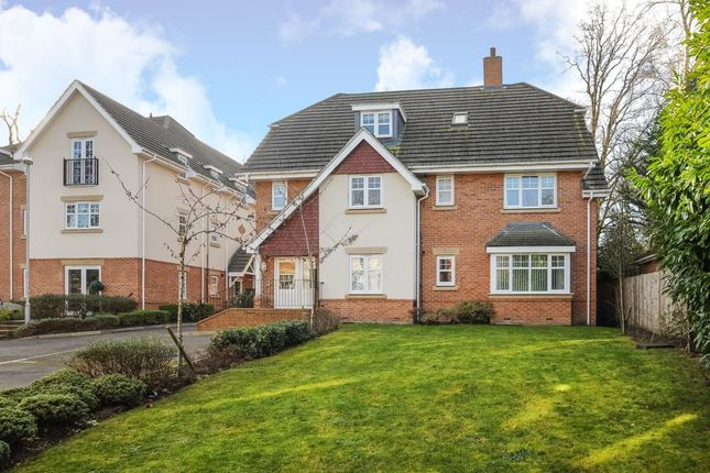 Thumbnail Flat for sale in Lightwater, Surrey