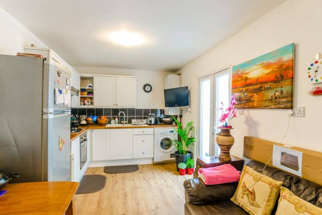 Thumbnail Flat for sale in Nutfield Road, Leyton