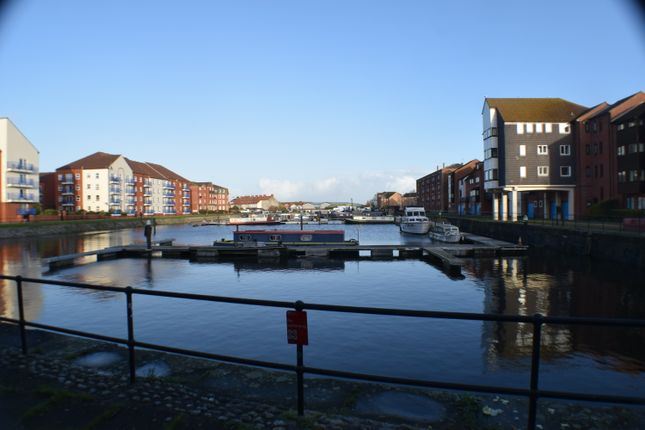 Docks of Drakes Close, Bridgwater TA6