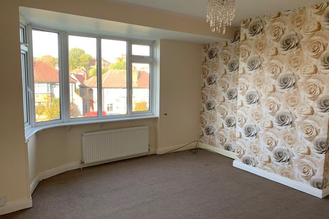 Thumbnail Maisonette to rent in Cray Valley Road, Orpington
