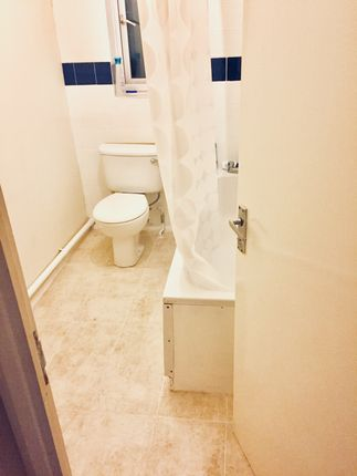 Thumbnail Town house to rent in Clemence Road, London