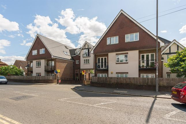 2 bed flat for sale in West Wycombe Road, High Wycombe HP12