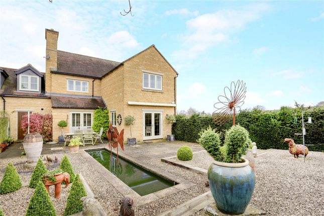 Thumbnail Detached house for sale in Gordon Close, Broadway, Worcestershire