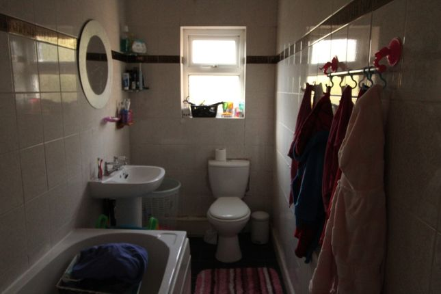 Bathroom of Albion Road, Town Centre, Rotherham, South Yorkshire S60