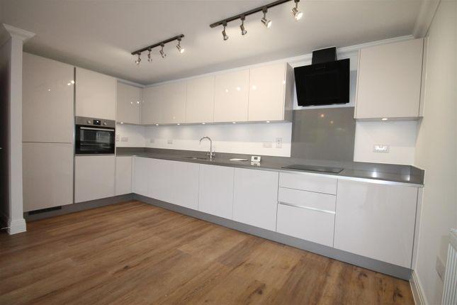 Thumbnail Property to rent in Watling Street, Radlett