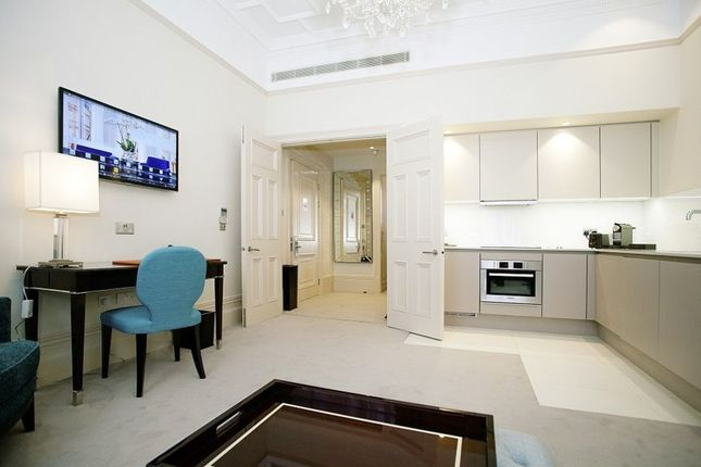 Thumbnail Flat to rent in Sloane Gardens, Chelsea