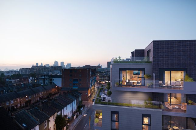 Thumbnail Flat for sale in The Courtyard At Greenwich Square, London