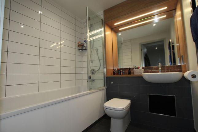 Bathroom of Bengal Street, Manchester M4