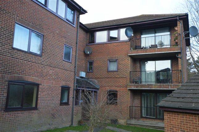 Thumbnail Flat to rent in Buller Close, Crowborough