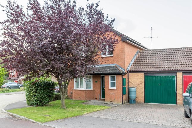 Thumbnail Detached house for sale in Burton Close, Twyford, Reading