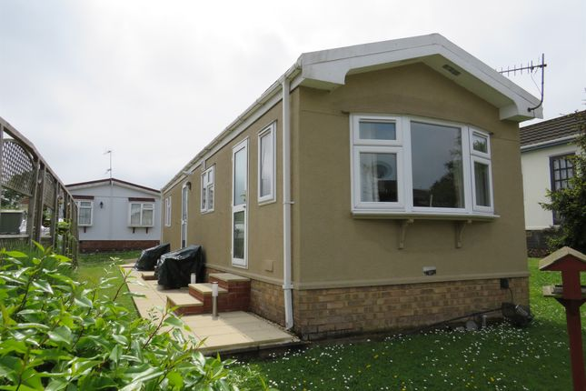 Thumbnail Mobile/park home for sale in Limit Home Park, Northchurch, Berkhamsted
