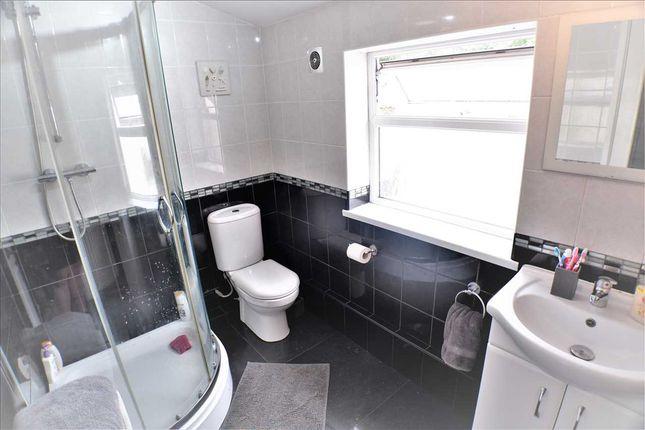 Bathroom of South Street, Porth CF39