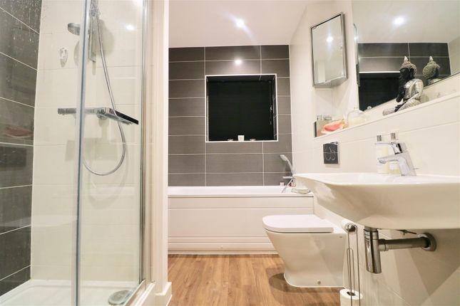 Bathroom of Wainwright Avenue, Greenhithe DA9