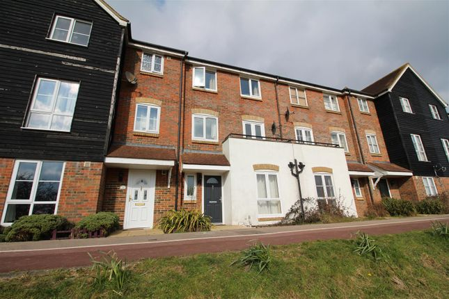 4 bed property to rent in Riverbank Way, Ashford