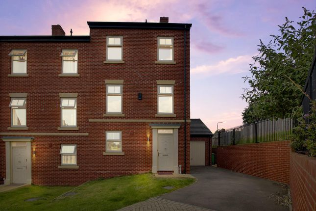 4 bed semi-detached house for sale in Weaving Gardens, Sherwood, Nottinghamshire NG5