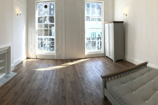 Flat to rent in Spring Street, London