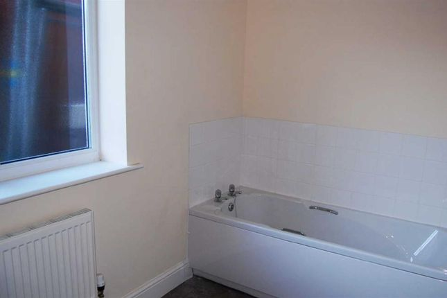 Bathroom of Minster Court, Tuxford Road, Boughton NG22
