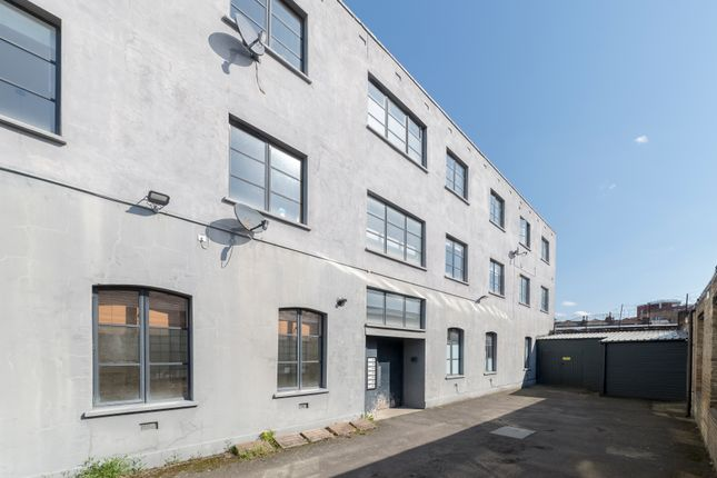 Thumbnail Flat for sale in Sternhall Lane, London