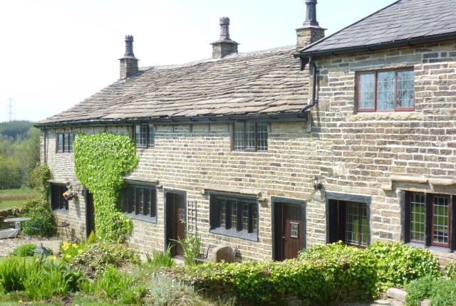 Thumbnail Cottage to rent in Hawkshaw Lane, Hawkshaw, Bury
