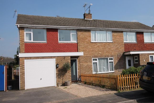 Thumbnail Property for sale in Rye Close, Farnborough