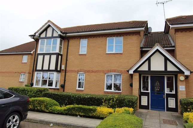 2 bed flat for sale in Redwood Gardens, North Chingford, London E4