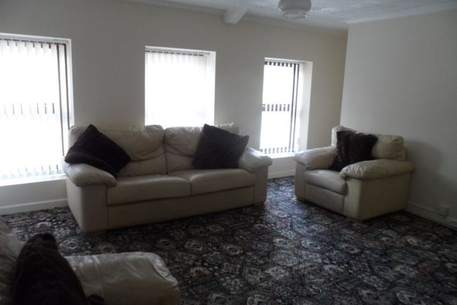 Thumbnail Flat to rent in Commercial Street, Ystalyfera, Swansea