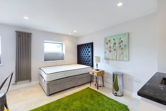 Studio to rent in 19 County Chambers, Horsefair, Banbury OX16