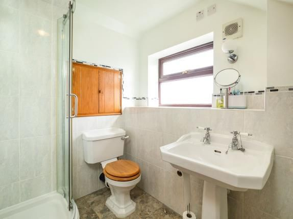 En-Suite of Churchmoor Lane, Arnold, Nottingham NG5