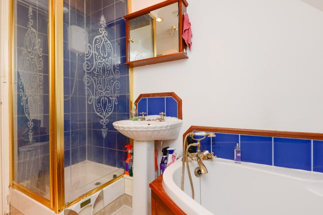 Bathroom of Willoughby Court, St Johns Lane, Canterbury CT1