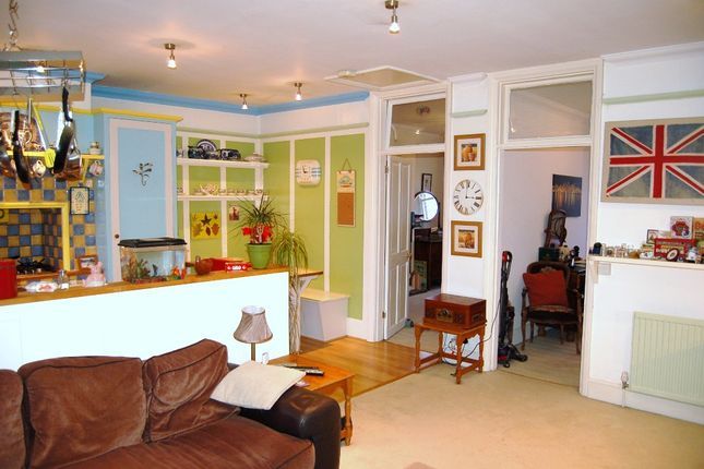 Thumbnail Flat for sale in High Street, Bagshot