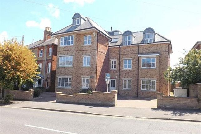 Thumbnail Flat to rent in Mill Hill Road, Cowes