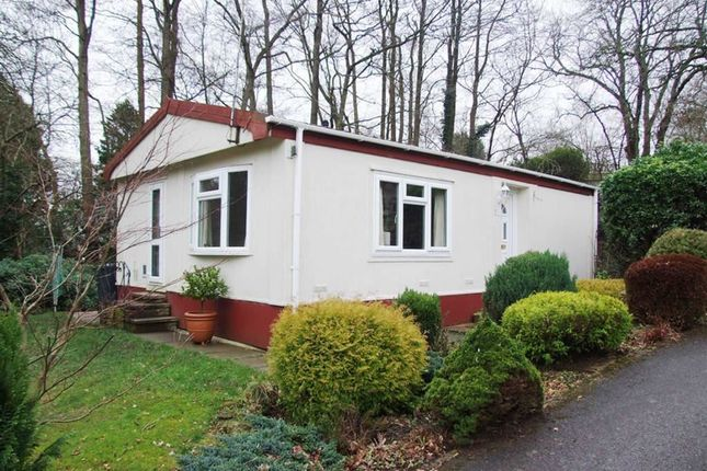 Thumbnail Mobile Park Home For Sale In Turtle Dove Avenue Turners Hill Crawley