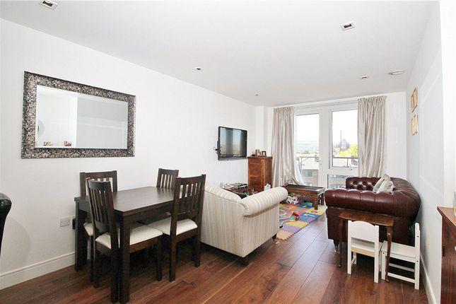Thumbnail Flat for sale in Kew Bridge Road, Brentford