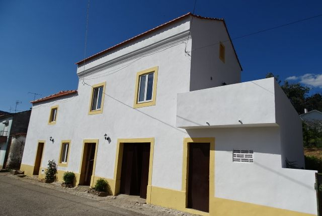 Thumbnail Detached house for sale in Campelo, Figueiró Dos Vinhos, Leiria, Central Portugal