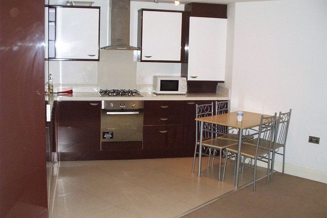 2 bed flat to rent in Wilson Gardens, West Harrow