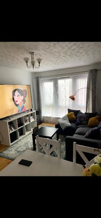 3 bed flat to rent in Wakelin Road, London E15
