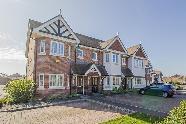 Thumbnail Property to rent in Trenchard Close, Hersham, Walton-On-Thames