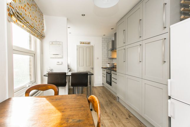 Thumbnail Flat to rent in Wellfield Road, London