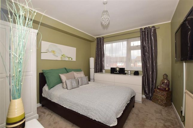 Thumbnail Flat for sale in Chiswick Close, Croydon, Surrey