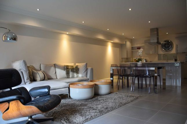 Thumbnail Flat to rent in Le Marchant, Townsend Gate, Berkhamsted.