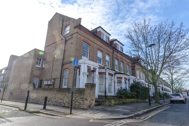Thumbnail Flat for sale in Gloucester Drive, London