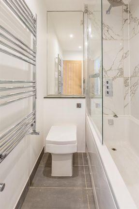 Toilet of Amberley Grove, Croydon, Surrey CR0