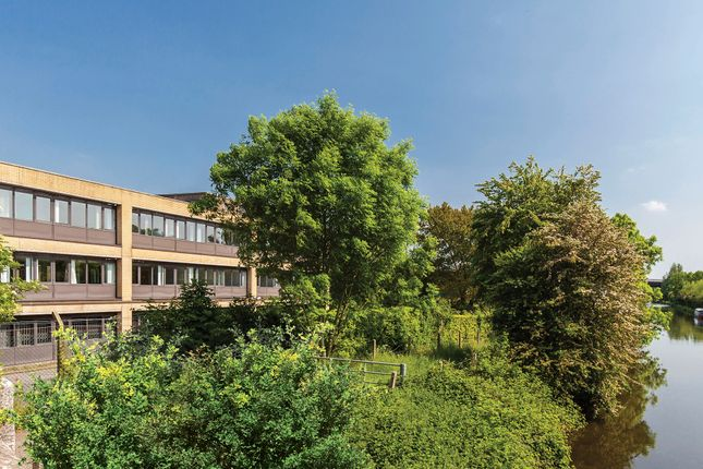 1 Bed Flat For Sale In Pinnacle House Home Park Mill Link Road Kings Langley WD4