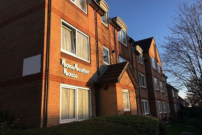 1 bed flat to rent in Home Heather House, Beehive Lane, Ilford, Essex IG4