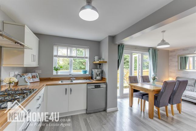 Kitchen/Family Dining: