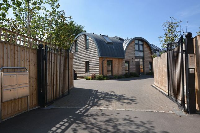 Thumbnail Flat for sale in Parabola Court, Pemberton Road, East Molesey
