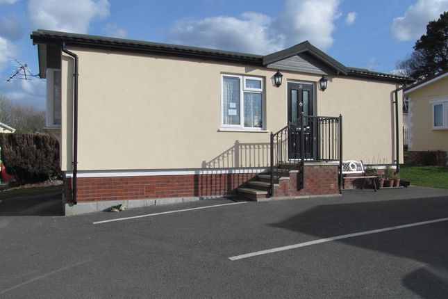 Thumbnail Mobile/park home for sale in The Vicarage Park, Coast Road, Ffynnonoroyw, Holy Well, Flintshire